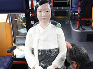 韩国公交车装慰安妇像 以此方式提醒众人勿忘历史