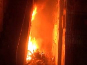 的哥发现民宅起火 阻止了严重后果发生