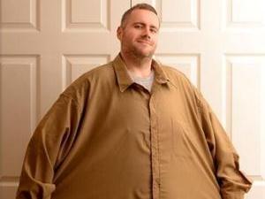 4百多斤男子20年没洗澡 为患癌症好友去减肥