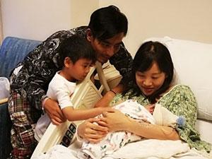 陈龙二胎儿子出生 二度当爸难掩喜悦之情晒