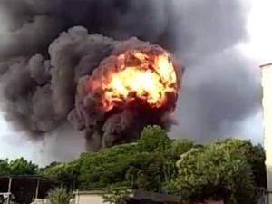 东莞工业区附近着火爆炸 黑烟滚滚直冲云霄令人瞠目结舌