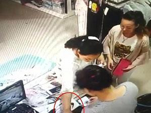 两女真钞秒换假币 内衣店监控拍下真钞调包