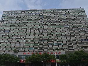 沈阳大楼现300多个阳台 成街头一道风景线奇楼照让人目瞪口呆
