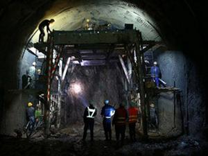 长城下世界最深高铁站 又一项震惊世人的壮
