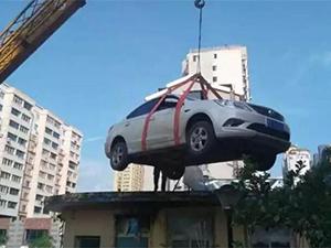 女司机停车堵门 事件起因经过曝光保安回击引围观简直绝了