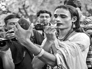 印度现首对变性夫妻 两个变性人擦出爱的火花