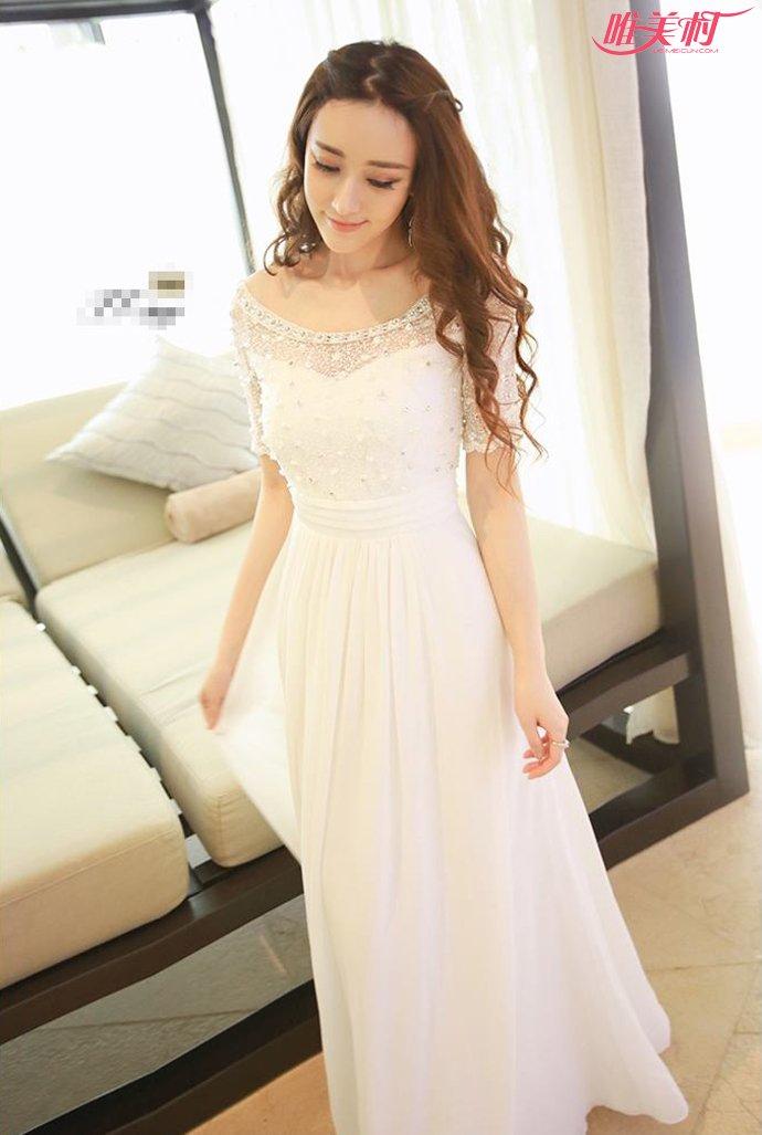蕾丝拼接白色连衣裙