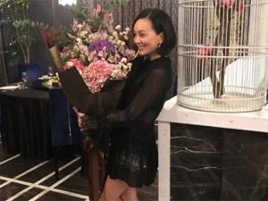 雪姨生日趴性感美丽 好友齐聚贴心为王琳庆