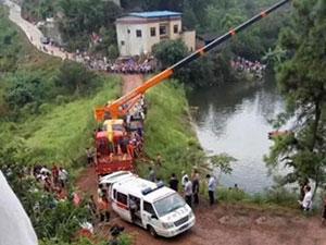 汽车滑入水库3人死亡 雨后路面湿滑汽车失控酿大祸