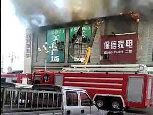 黑龙江一商场起火 火灾现场漫天浓烟情形十分惨况