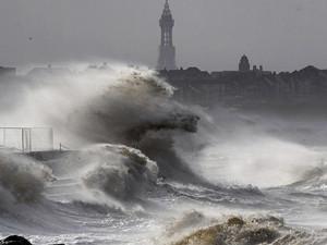 飓风哈维致三人死亡 风力强大灾害预计还会持续