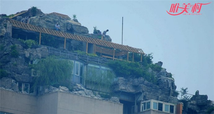 最牛违建楼顶建起别墅