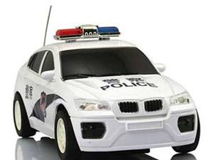 女司机强行别停警车 处罚太轻引发网友不满