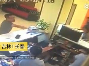 开不了房怒砸电脑大闹前台 造成一人受伤