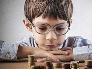 男孩考第一嫌爸妈没钱 孩子功利冷血的言语令人相当错愕