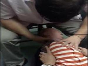 湖北摇头治疗事件 奇葩治疗方法背后却是虐童