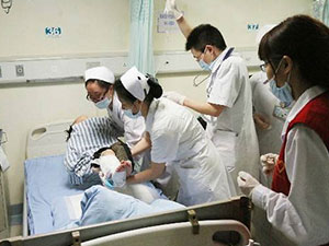 16岁少女医院厕所产子 孕妇产子后晕倒婴儿