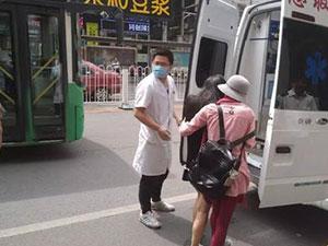 公交猥亵女孩晕倒 被猥亵惊吓过度众人安抚叫救护车