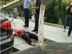 胸口中40厘米长箭 送往医院急救已脱离生命危险