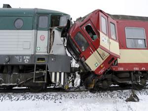 埃及两辆火车相撞 目前已知有20余人受伤