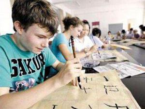 英国掀起中文热 设有上百孔子学堂孩子学习中文成新趋向