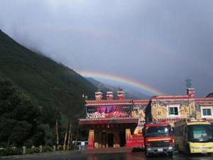 地震后九寨沟现双彩虹 雨后彩虹灾区将会焕发新生机