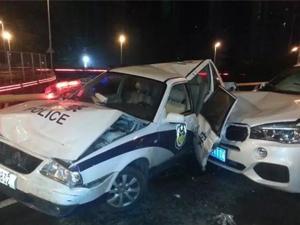 宝马司机醉驾撞扁警车 老人独行桥面警察出警遭撞现伤亡