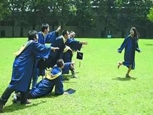 多校新生男女比例曝光 武汉大学中文系男女比例1:60