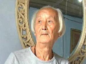 88岁裸模爷爷征婚 孤独老人为裸模工作闹得