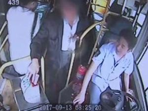 男子坐公交连投2700元 钱箱惊现遗书司机机智处理挽救其生命