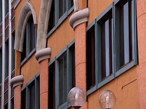 新房窗户是画上去的 巧妙设计无人识住户购房需谨慎