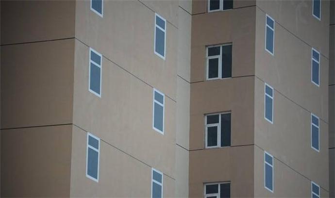 新房窗户是画上去的