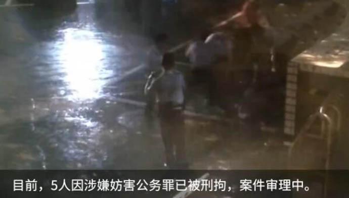 吃火锅逼老板喝锅底并袭警的5人已被刑拘