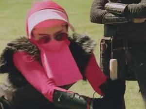 范冰冰录节目引争议 整张脸全副武装只剩额头