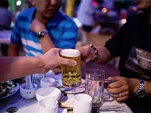 酒后与朋友抢结账起争执 竟对好兄弟拔刀相