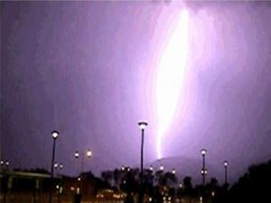 辽宁发生被雷击事件更是有来势汹汹的大火球袭来