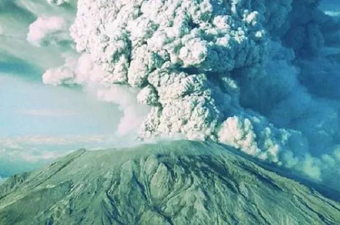 巴厘岛火山爆发