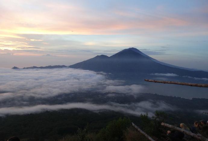 巴厘岛火山