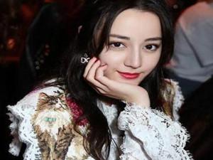迪丽热巴T台首秀 首秀变身高贵优雅女超模