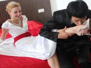农村小伙娶俄罗斯美女 结婚生子是他最大的幸福