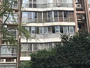 男子租房闻到异味 竟是邻居猝死散发的恶臭