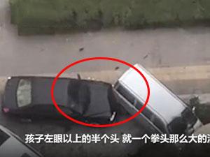 男子发狂驾车冲撞 事件详情经过曝光小孩被