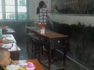 老师挂吊瓶上课走红 获赞无数当事人表示是
