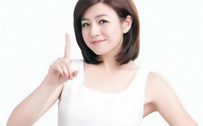 陈妍希穿彩虹装现身
