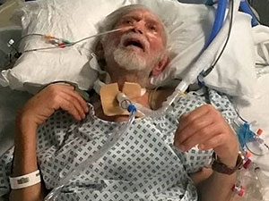 癌症老人被施暴抢劫 监控曝光3男子施暴抢劫