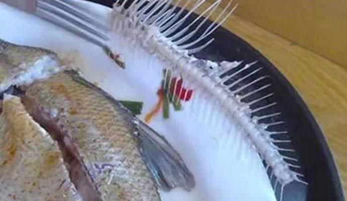 吃饭误吞鱼刺死亡