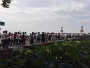 西湖人太多挤断手机信号 国庆长假杭州引来游客高峰