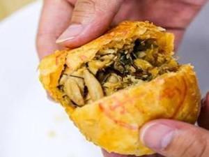 广西现螺蛳粉月饼 网友表示很想来一口螺蛳粉月饼