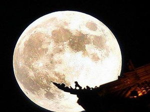 十五的月亮为何十七圆 为何不在最圆时过中