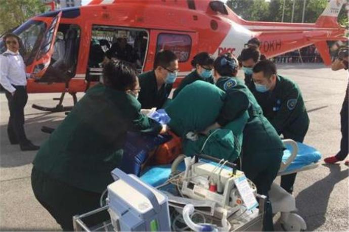 空中120急救骨折老人